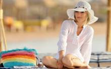 Girl with hat on the beach - Full HD Wallpaper