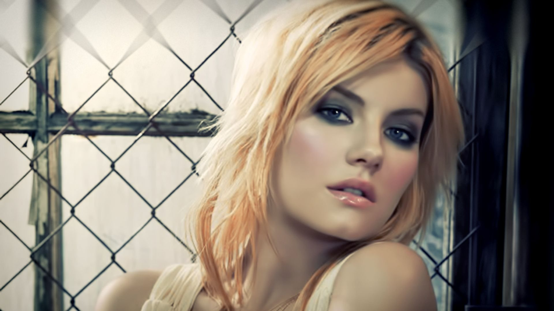 The beautiful Elisha Cuthbert